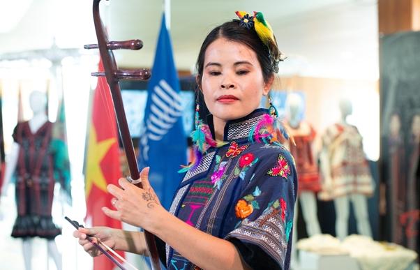 vietnam silk brocade exhibition underway in wipo headquarters