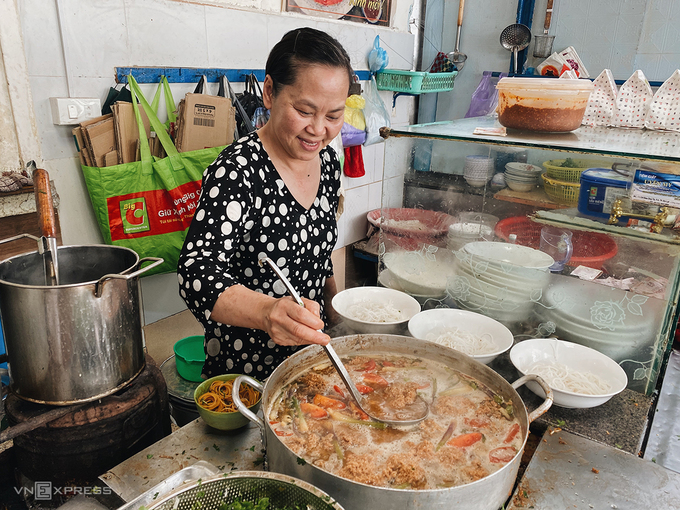30-year-old crab paste vermicelli soup beanery in Da Lat