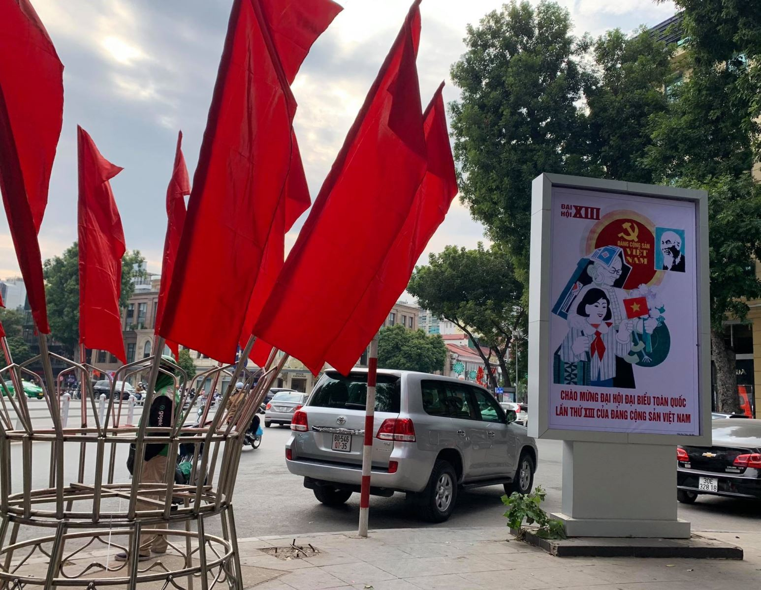hanoi streets brilliantly decorated to welcome 13th national party congress