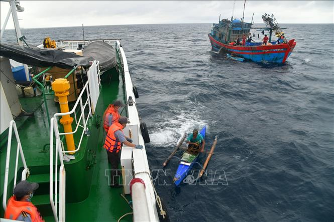 Vietnam saves 4 Filipino fishermen stranded at sea