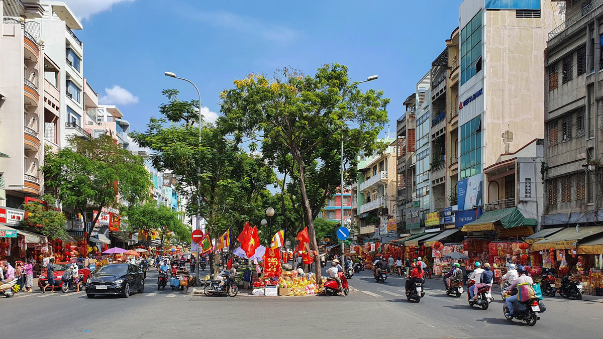 youngsters flock to check in on tet holiday street hcmc