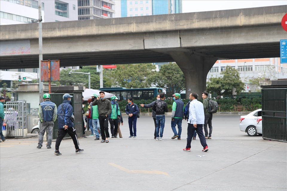 Photos: Hanoians comply with wearing masks after new Covid-19 cases detected