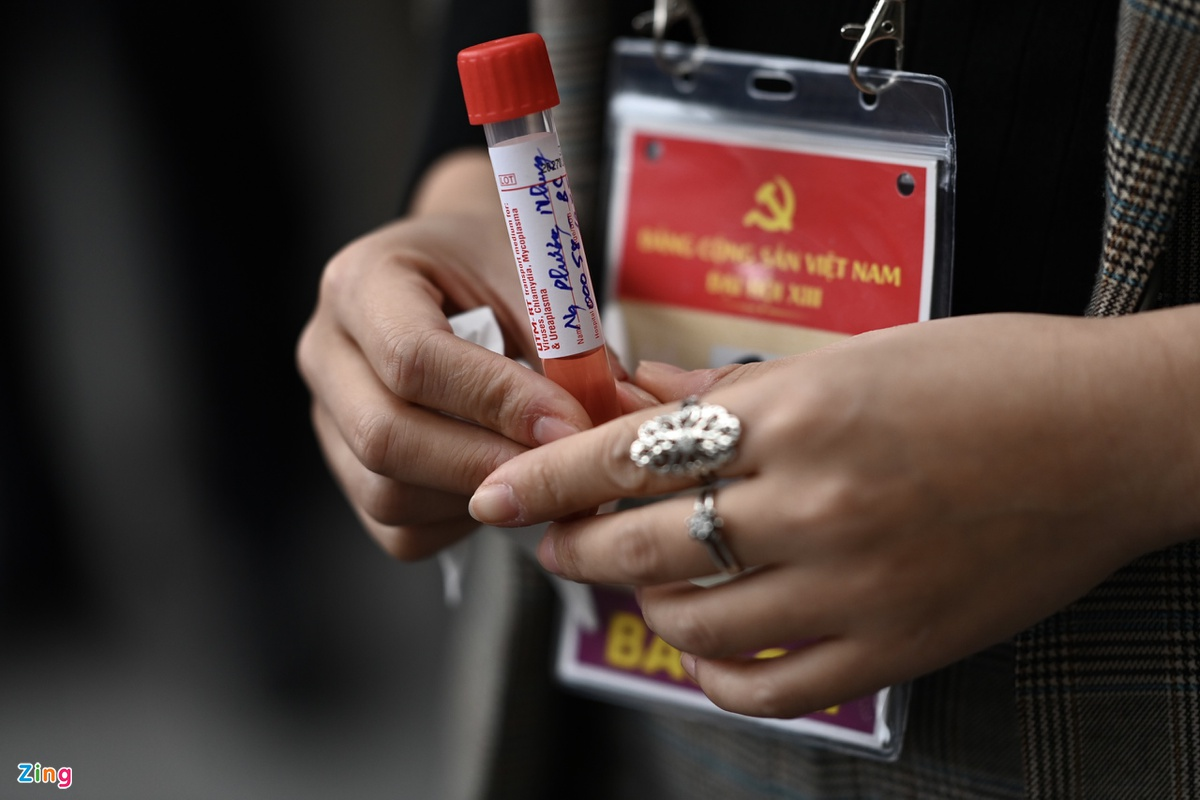 Photos: Reporters and staff at 13th National Party Congress tested for COVID-19