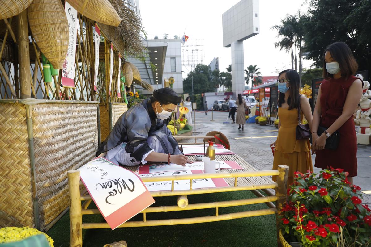 Vietnamese rural villages replicated at Menas Mall Saigon Airport