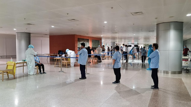 All staff of Vietnam's five airports tested negative for Covid-19