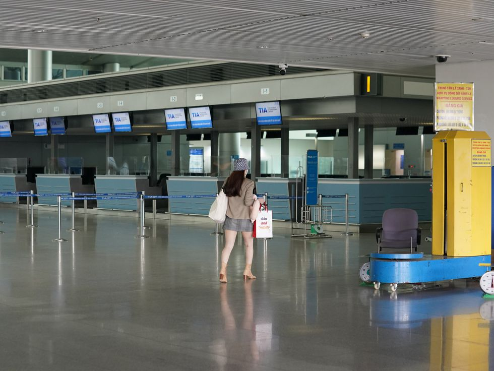 tan son nhat intl airport unprecedentedly deserted due to covid 19
