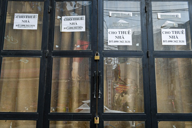 Without tourists, hotels and stores in Hanoi Old Quarter shut down