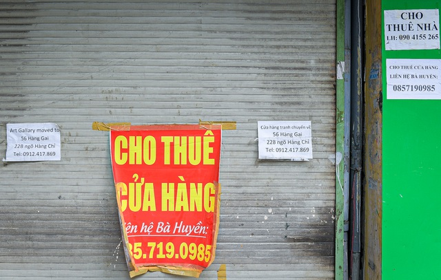 without tourists hotels and stores in hanoi old quarter shut down