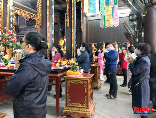 Youngsters flock to Ha pagoda to pray for love on Valentine's Day