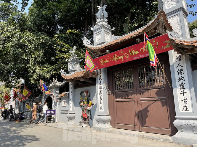 youngsters flock to ha pagoda to pray for love on valentines day