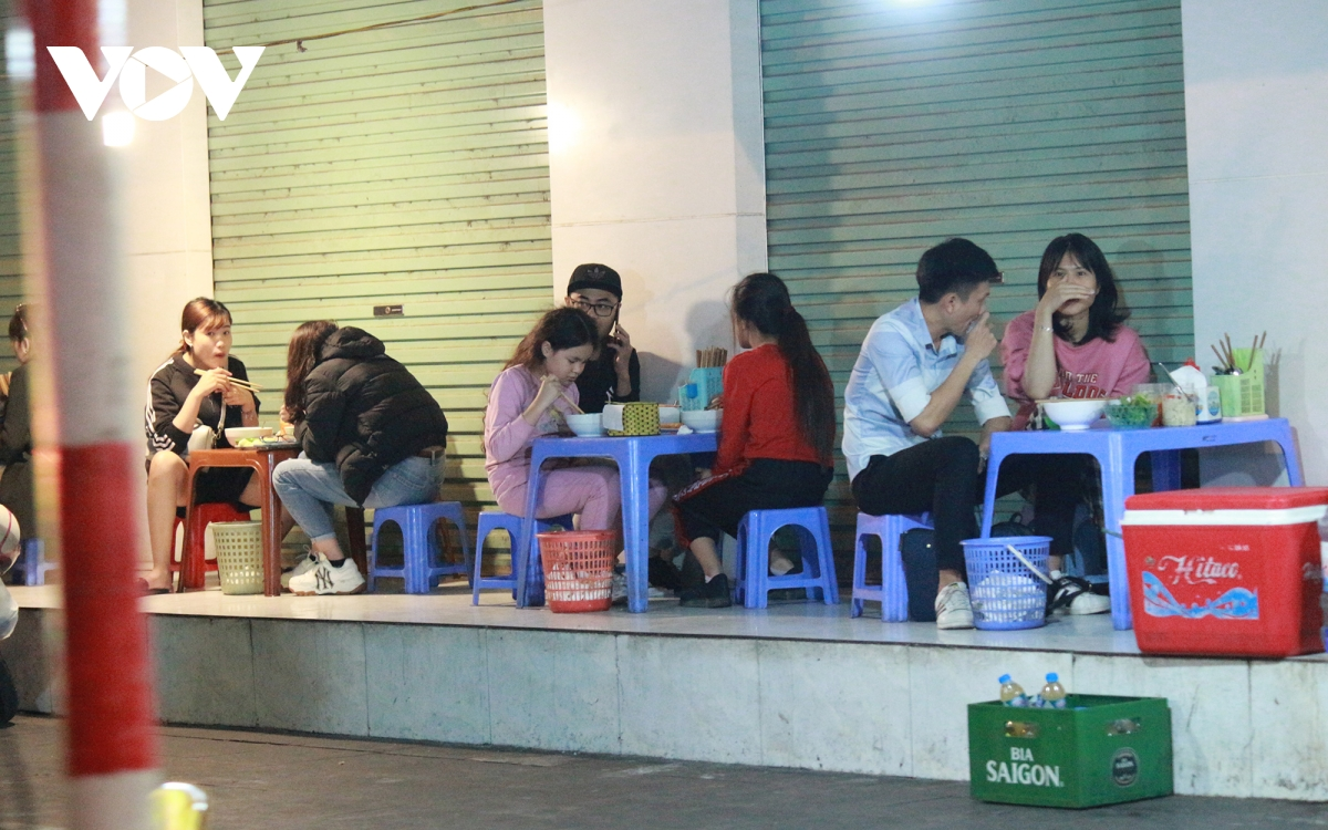 some street eateries in hanoi ignore covid 19 guidelines