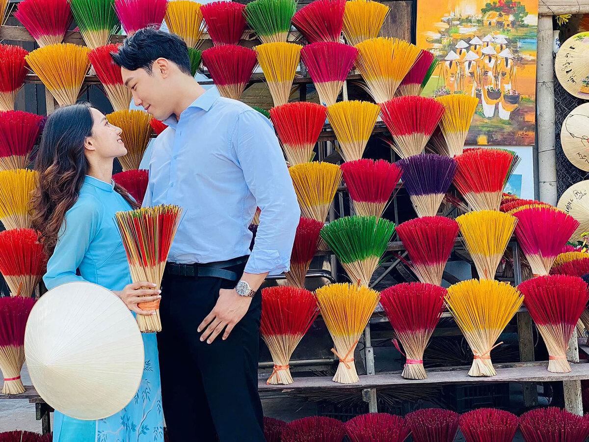 Romantic photos of Vietnamese- South Korean couple in Vietnam's tourist attractions