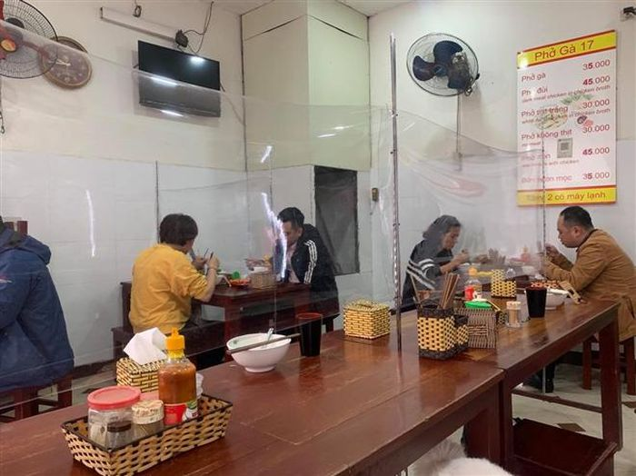 Hanoi eases social distancing, allowing indoor restaurants and cafes to reopen