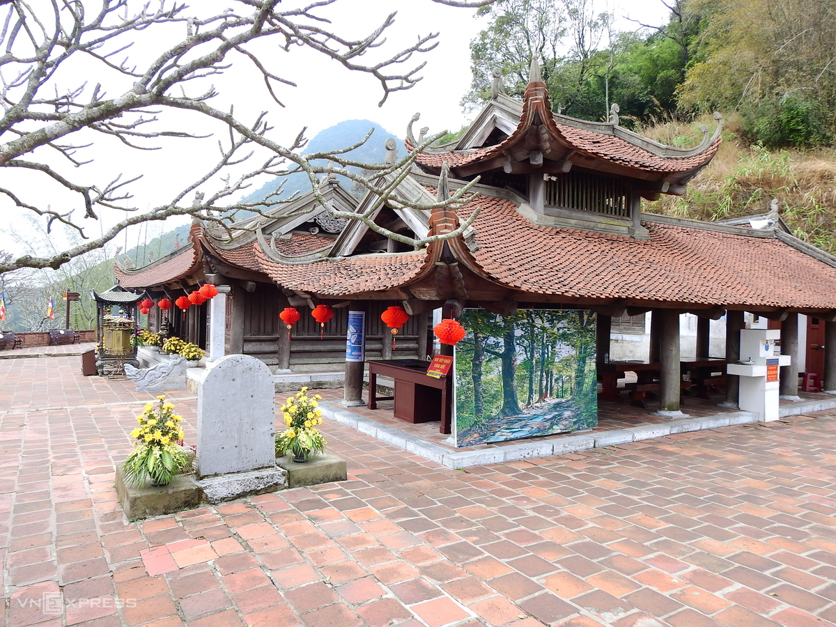 Famously religious scenic and relic complex Yen Tu deserted during epidemic time