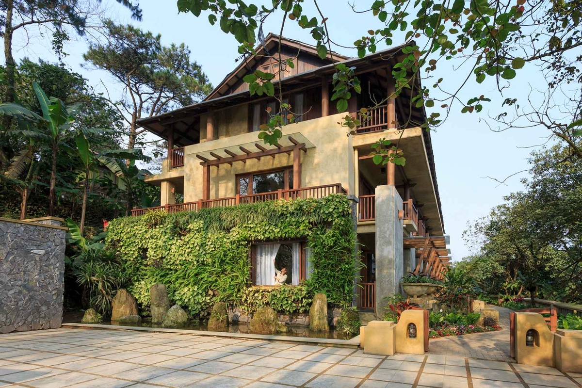 Relieving stress at three resorts near Hanoi, with video