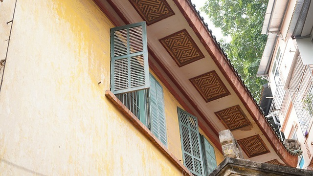 The hundred-year-old villa of old Hanoi well-off family