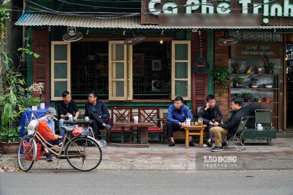 hanoi sidewalk eateries iced tea stalls ignore covid 19 prevention regulations