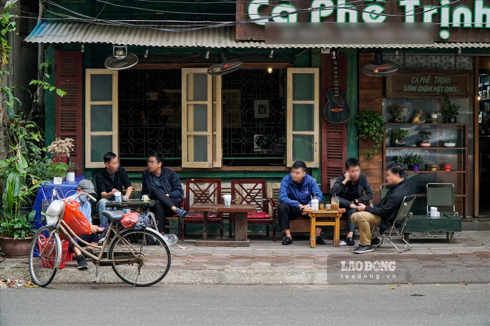 hanoi sidewalk eateries iced tea stalls ignore covid 19 prevention regulations