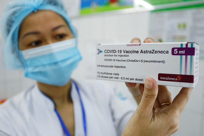 Over 10,000 frontline medical workers receive Covid-19 vaccine