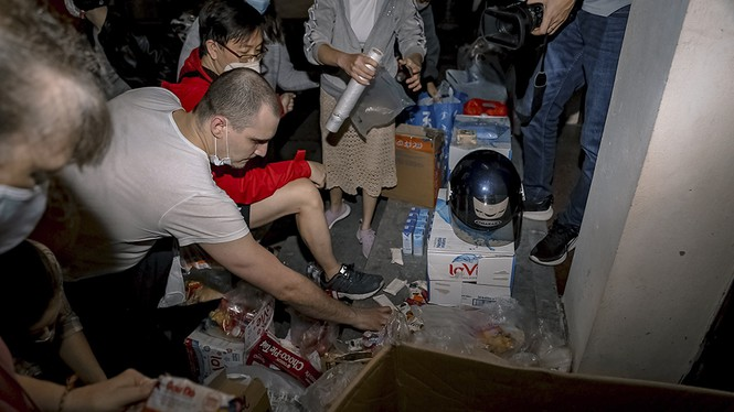 british expat gives a hand to the homeless in hanoi