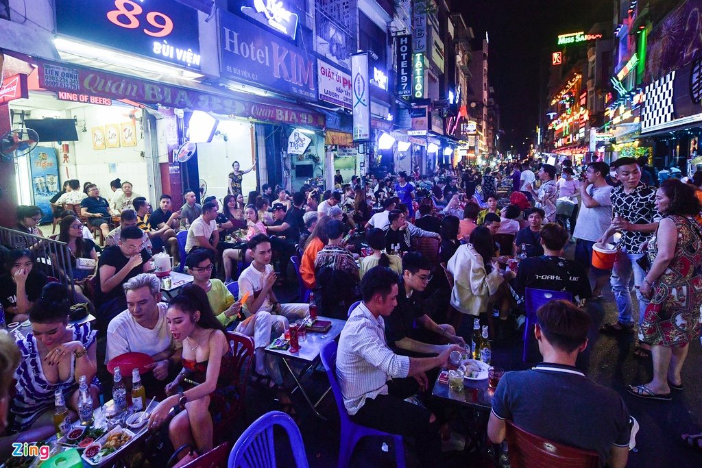 Ho Chi Minh city's walking street crowded again as discotheques and bars reopen