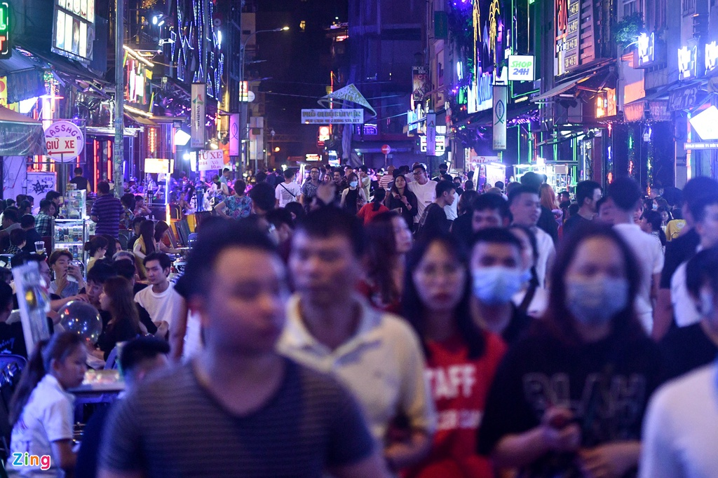 ho chi minh citys walking street crowded again as discotheques and bars reopen
