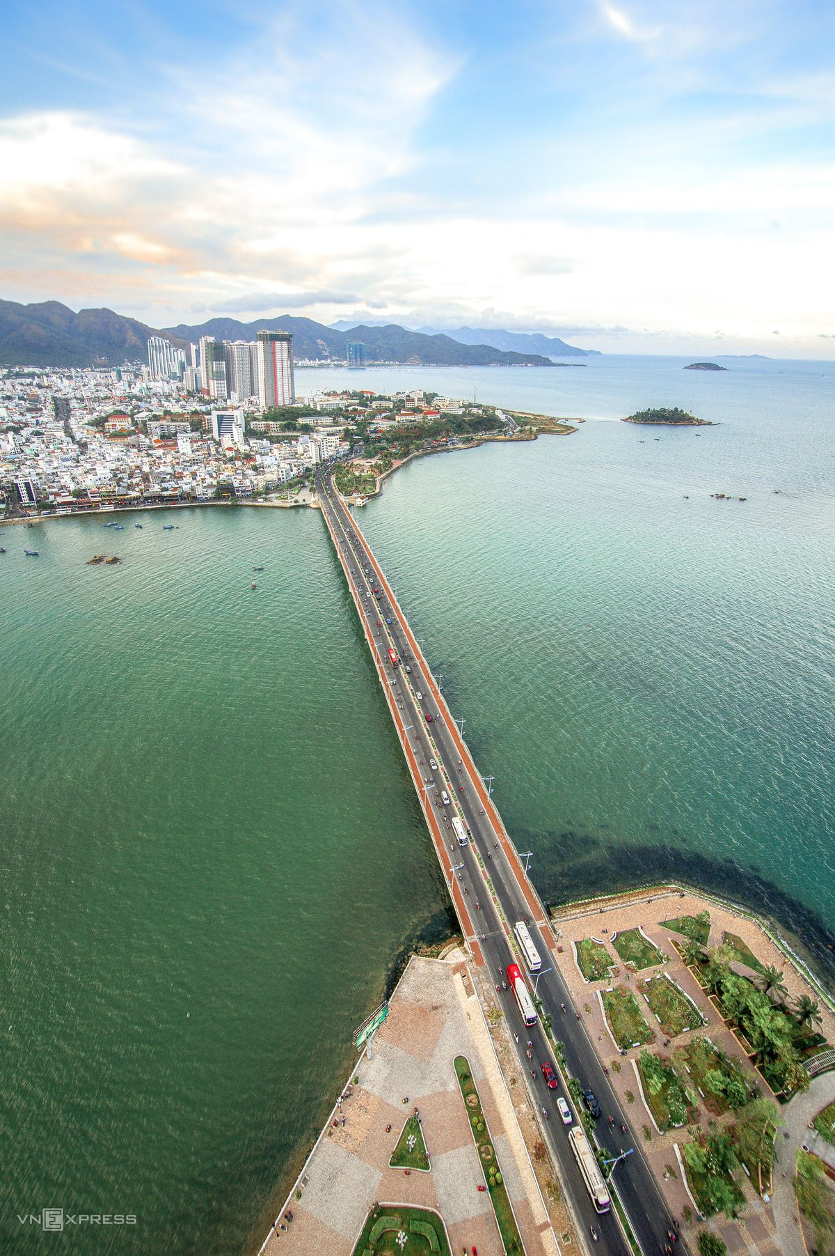 Bird-eye view accentuates charming beauty of Nha Trang coastal city