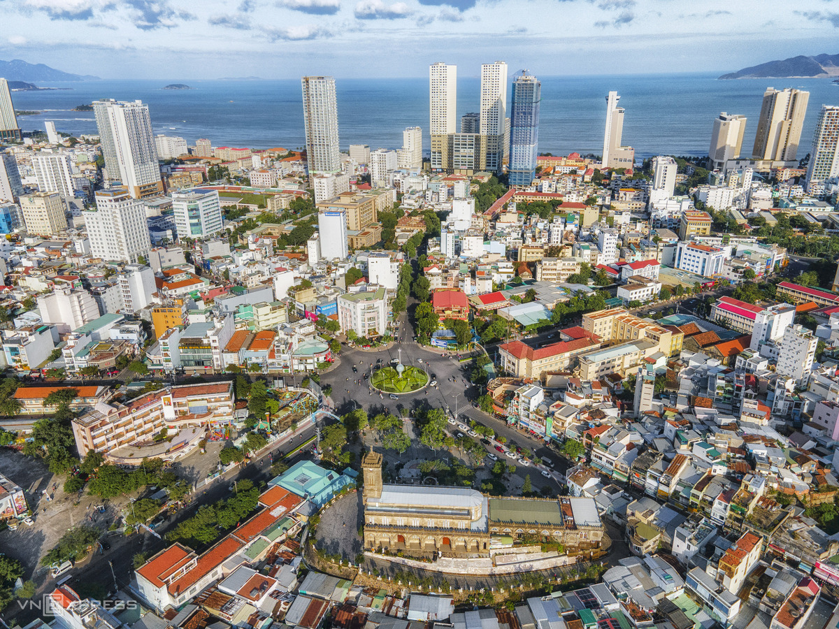 Bird-eye view accentuates charming beauty of Nha Trang coastal city