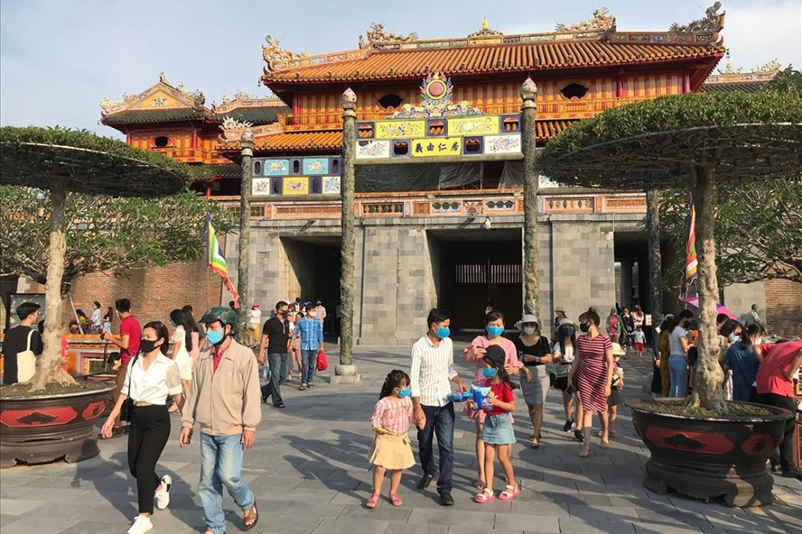 foreign youtubers contribute to promoting vietnamese tourism