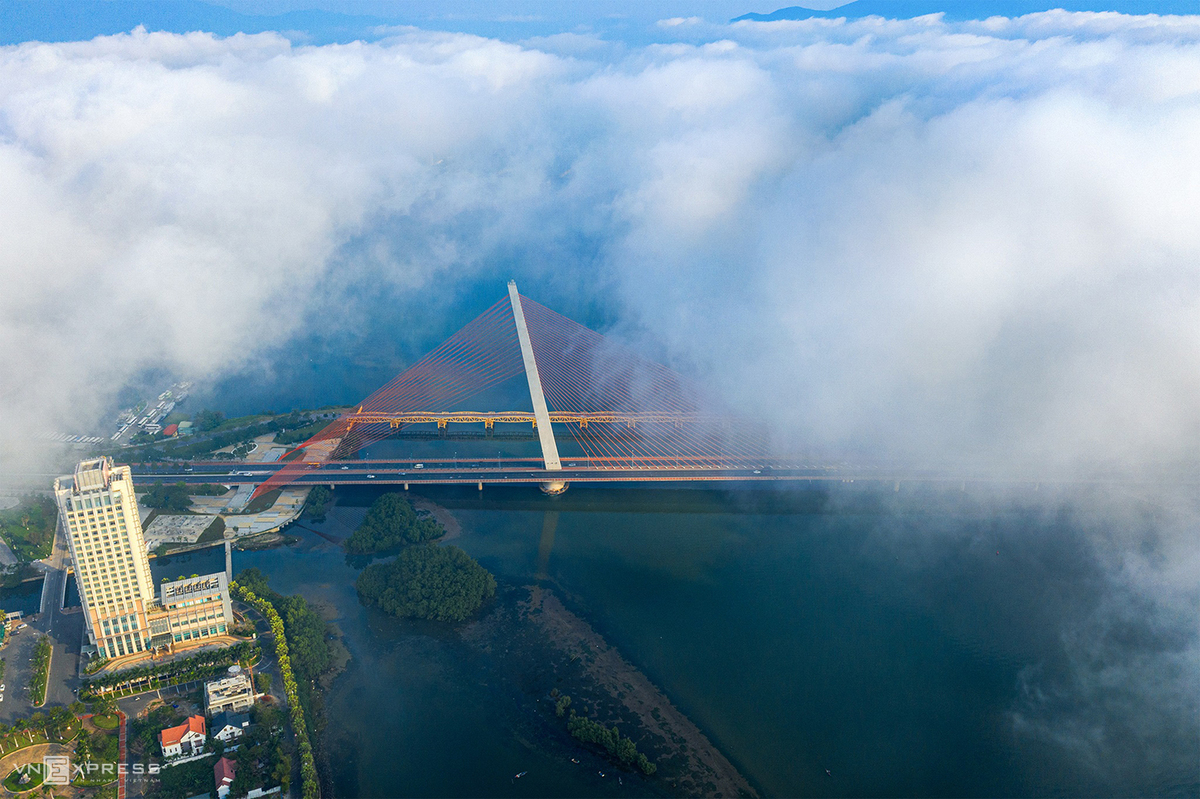Da Nang's tourist attractions resplendent in clouds