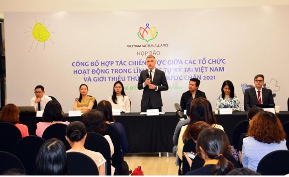 Strategic cooperation to enhance activities supporting autistic children in Vietnam