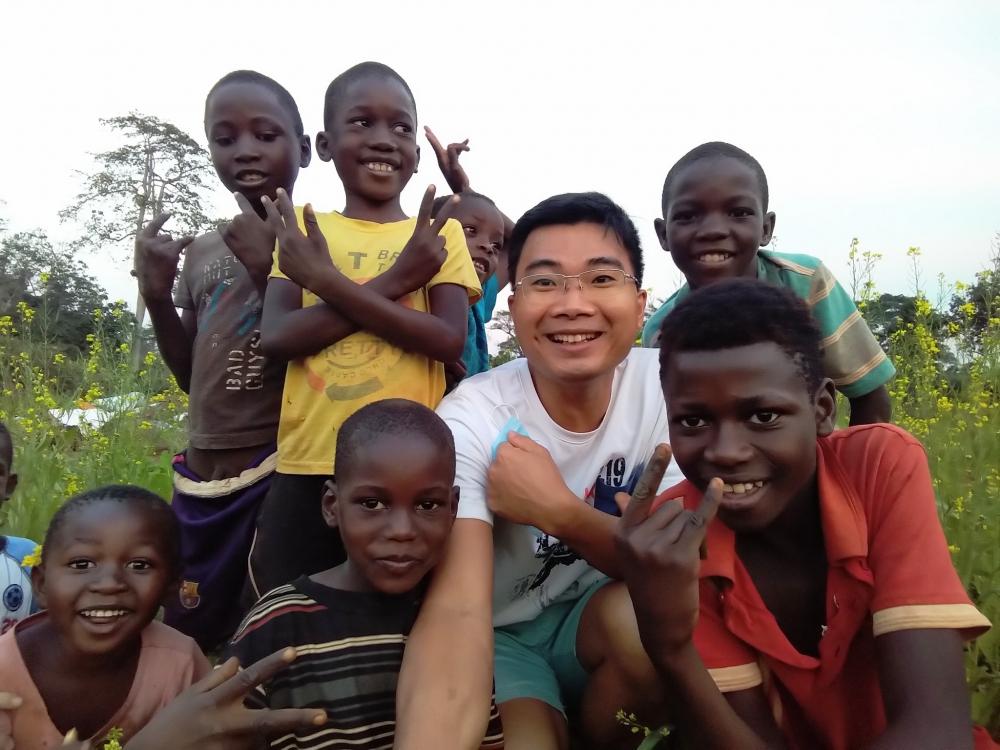 Vietnamese doctor couple treats, teaches Vietnamese, guides farming in Angola