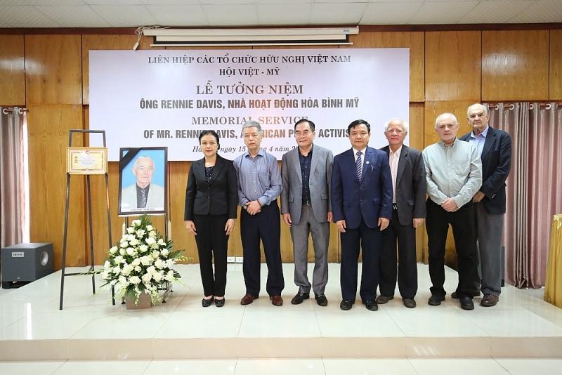 VUFO commemorates late American peace activist Rennie Davis, a Vietnam's loyal friend