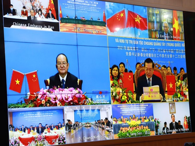 FM Bui Thanh Son holds phone talk with Chinese counterpart