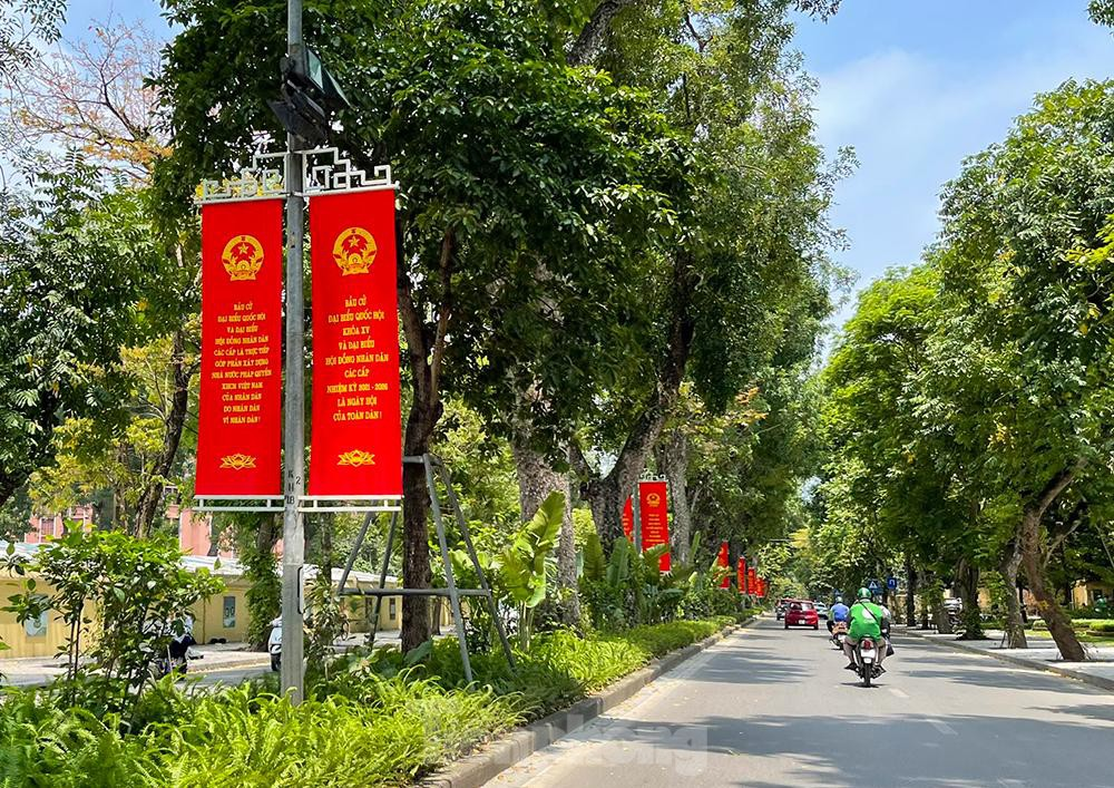 In Photos: Hanoi's streets brilliantly adorned ahead of election day