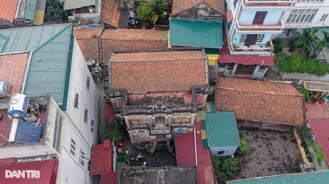 Admiring one-hundred-year-old ancient villa in Hanoi's outskirt