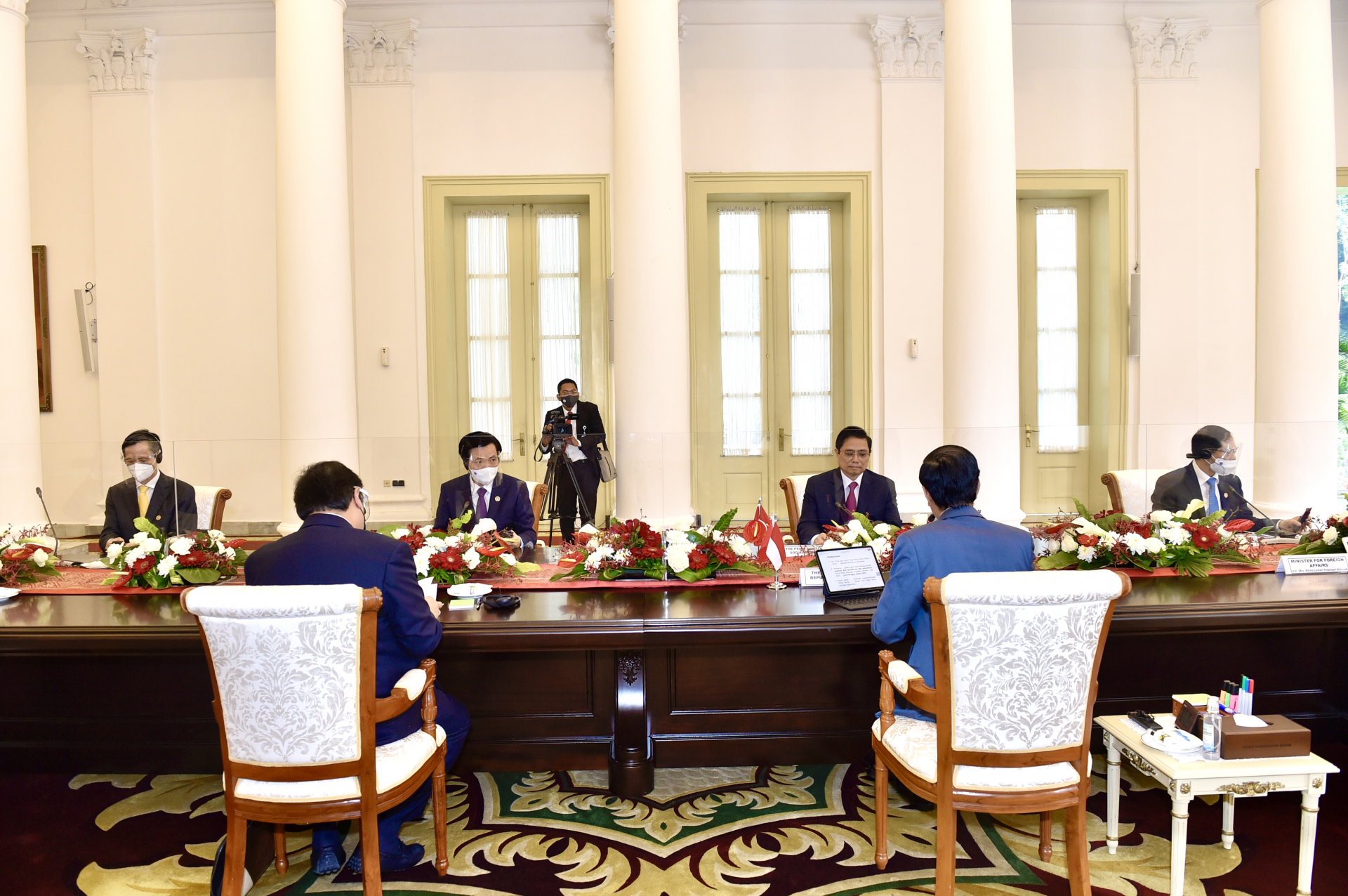 Vietnamese Prime Minister Holds Talks With Indonesian President Ahead of Regional Leaders' Meeting