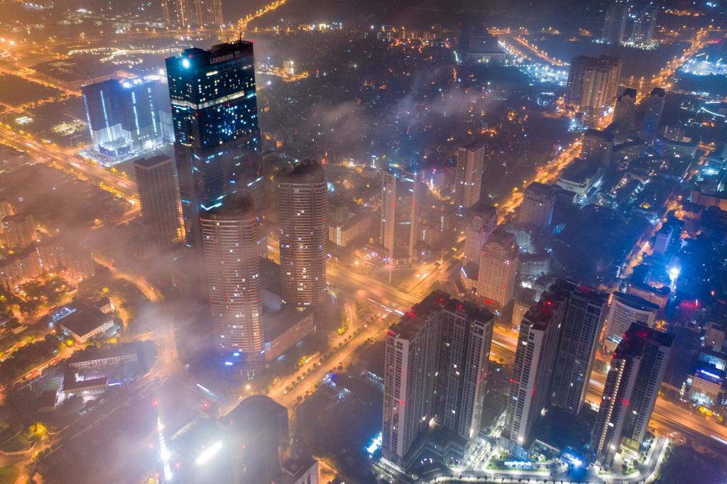 A silent Hanoi under the night light