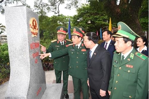 Vietnam, China hold border defence friendship exchange