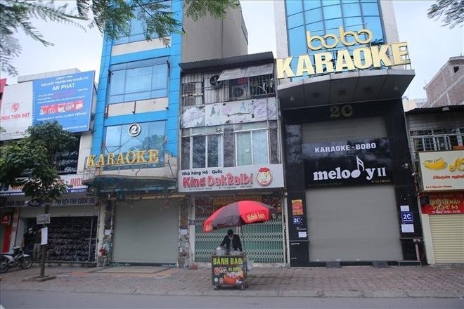 Hanoi shuts down bars, karaoke parlors starting April 30 over Covid-19 fears
