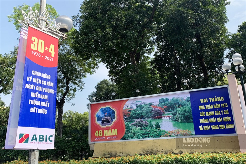 In Photo: Hanoi's streets brilliantly decorated to celebrate National Reunification Day