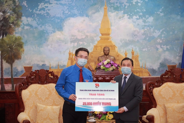 HCMC Communist Youth Union gifts 50.000 face masks to Laos and Cambodia