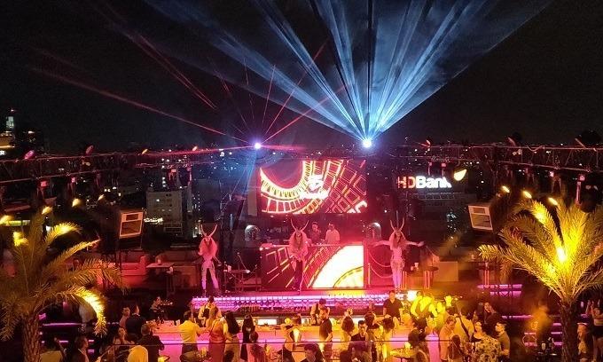 HCMC closes karaoke parlors, bars, discotheques over Covid-19 concerns