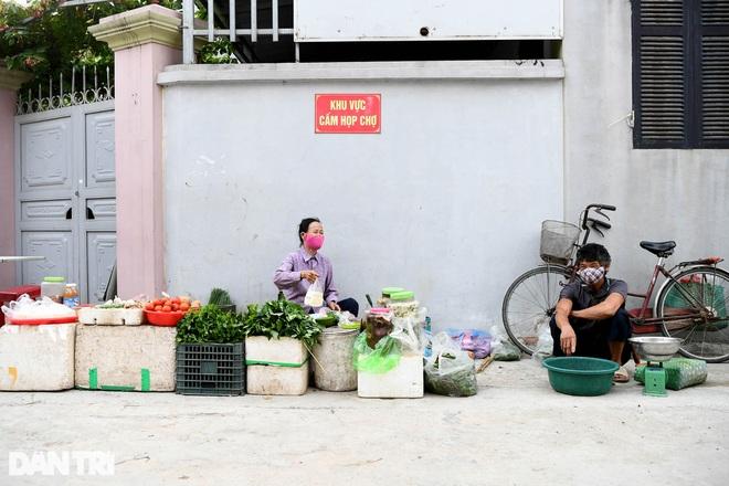 Inside the Covid-19 blockaded village outskirts of Hanoi