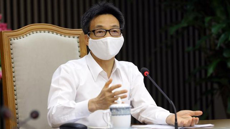 Over 100 people in Hanoi fined for not wearing face masks during holiday