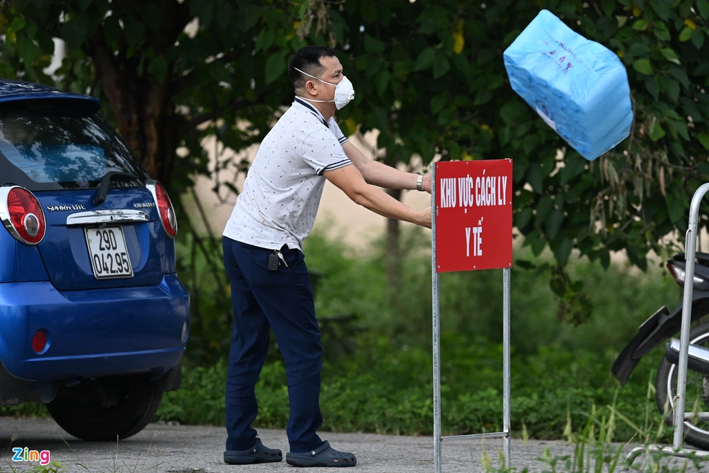 Hanoi frontline hospital in Covid-19 fight put under lockdown