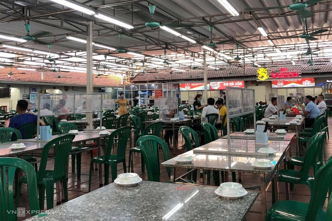 Hanoi closes down beer stalls, temporary markets over Covid-19 concerns