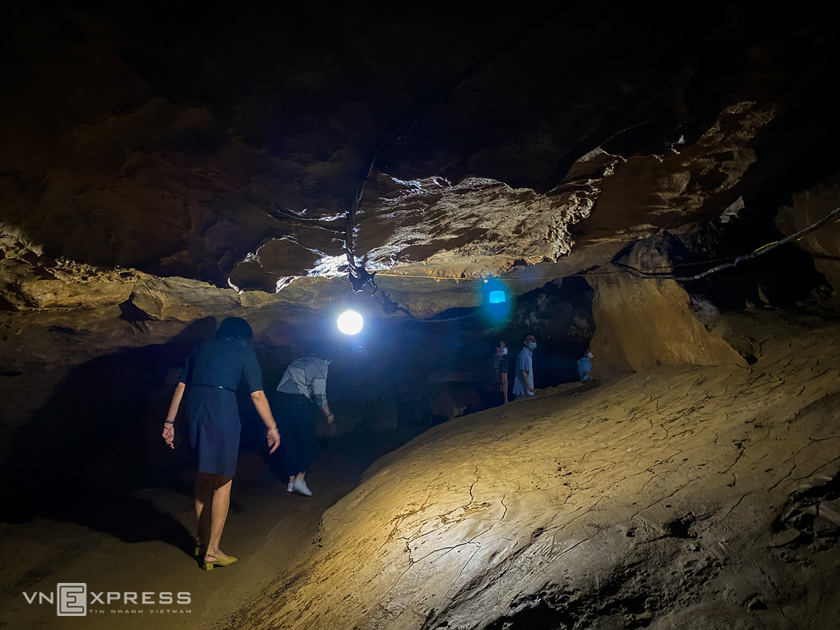 Spectacular cave with '99 mountains, 99 lakes' in northwestern province