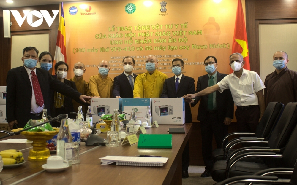 Vietnam Buddhist Sangha presents medical supplies to support India in Covid-19 battle