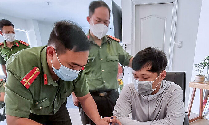 Two more detained for smuggling fake foreign experts into Vietnam
